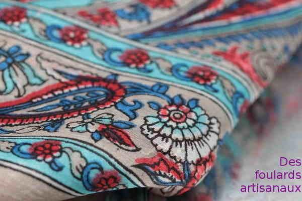 Des foulards artisanaux
